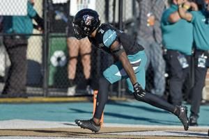 No. 16 Coastal Carolina eyes division title vs Texas State