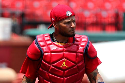 Yadier Molina among the many Cardinals battling coronavirus