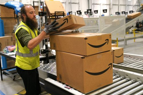 Amazon reveals how much it paid its median employee last year: $29,007