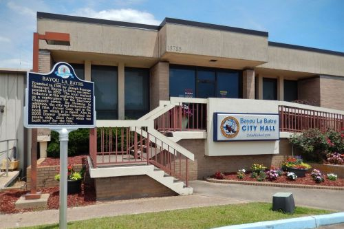 Man stabs Alabama court magistrate inside city hall