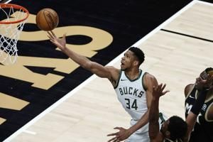 Giannis returns to Bucks after missing 6 games with knee