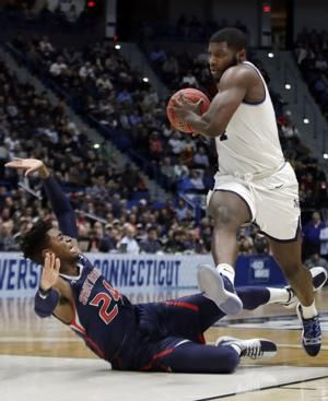 Defending champ Villanova survives 61-57 over Saint Mary's