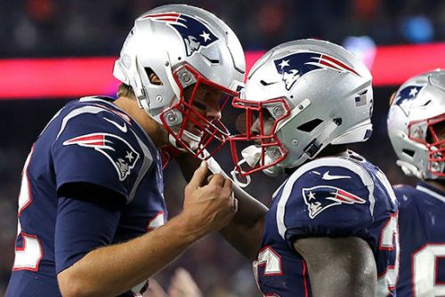 Tom Brady leads Patriots by Chiefs in epic quarterback duel