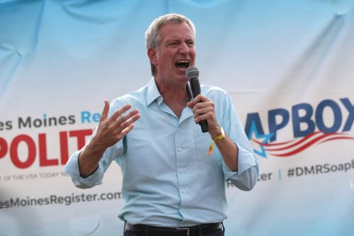 City workers donating big to Dem presidential hopefuls just not de Blasio