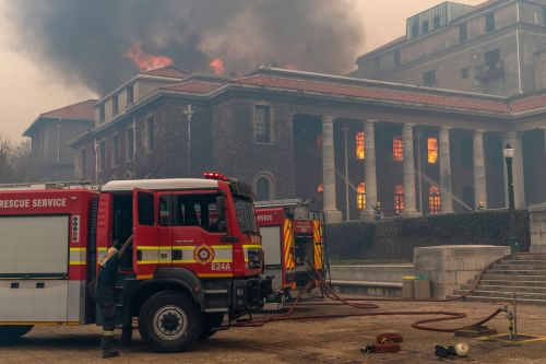 Wildfire causes evacuation of University of Cape Town students