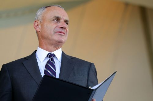 Rob Manfred Warns MLBPA of Shutdown If COVID-19 Outbreaks Persist