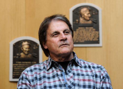 White Sox hire Tony La Russa for manager job