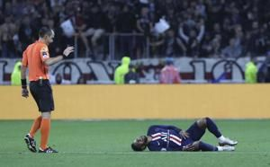 Neymar scores late as PSG beats Lyon in French league