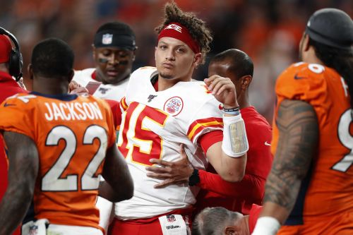 Chiefs quarterback Patrick Mahomes injures right knee in second quarter against Broncos
