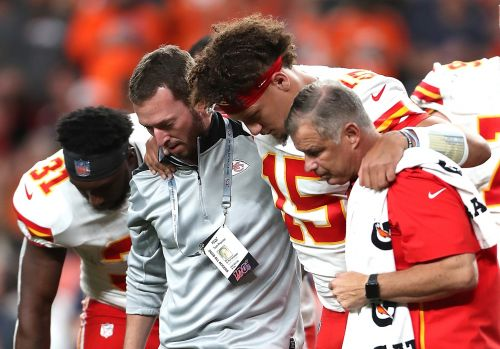 Patrick Mahomes fantasy football update: How long is the Chiefs QB out with knee injury?