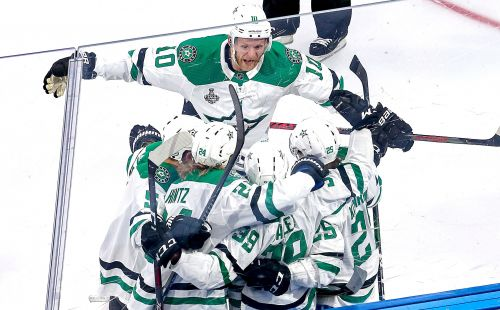 Stars roll past Lightning in Game 1 of the Stanley Cup finals