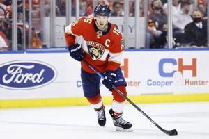 Panthers stay unbeaten, beat Coyotes 5-3 to move to 6-0