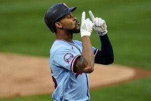 Twins top Tigers 5-4 in 10th, sit half-game behind White Sox