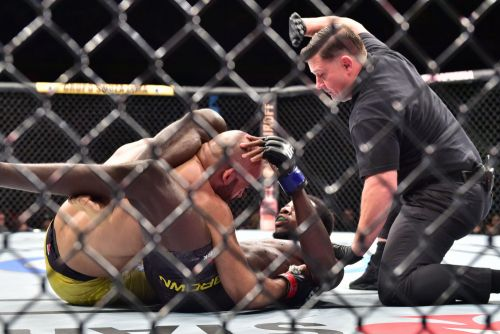 Randy Brown: Alex Oliveira's 'back is against the wall' at UFC 261