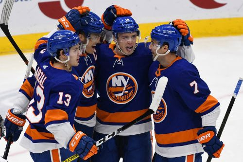 Islanders top Sabres again for fifth straight win