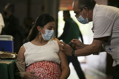 U.S. diplomats: Send vaccine overseas now or China, Russia will win out