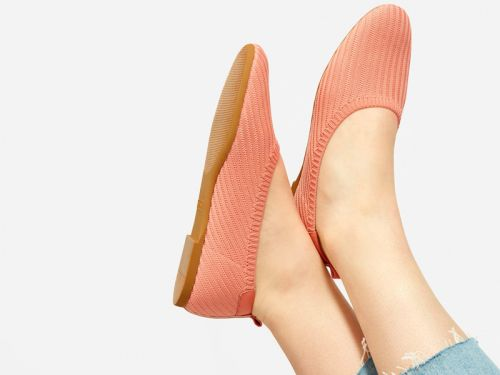 Everlane's knit flats are getting phased out, but the remaining colors and styles are on sale for $39 right now