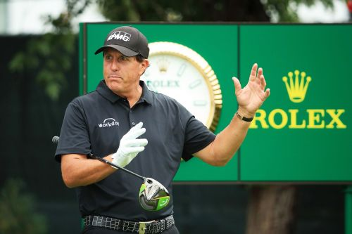 Phil Mickelson nearly misses tee time after lightning strikes hotel