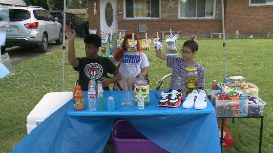 Teen entrepreneurs use their business to give back to community