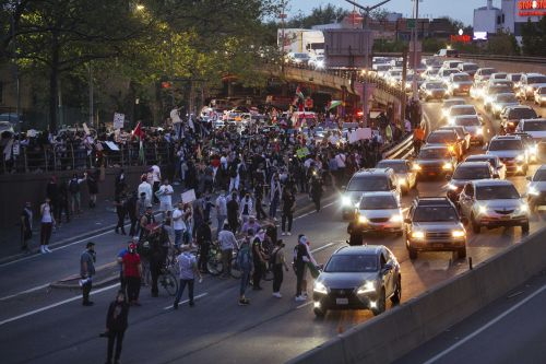 Protesters fill streets of US cities, demand end to Israeli airstrikes over Gaza Strip