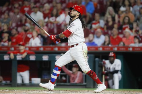 Freddy Galvis hits tiebreaking homer, Reds beat Padres 3-2