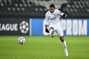 Casemiro's late goal saves draw for Real Madrid at Gladbach