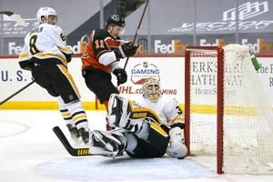 Giroux, Couturier score in shootout as Flyers edge Pens