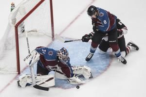 Avalanche score 3 third-period goals to beat Coyotes 3-0