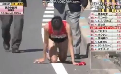 Runner breaks leg mid-race, caught on camera crawling to finish