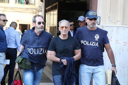 Italian cops and FBI agents bust 19 Mafia suspects in joint raids