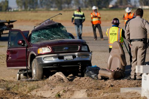 SUV in deadly wreck came through hole in border fence