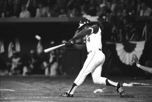 Reaction to the death of baseball great Hank Aaron